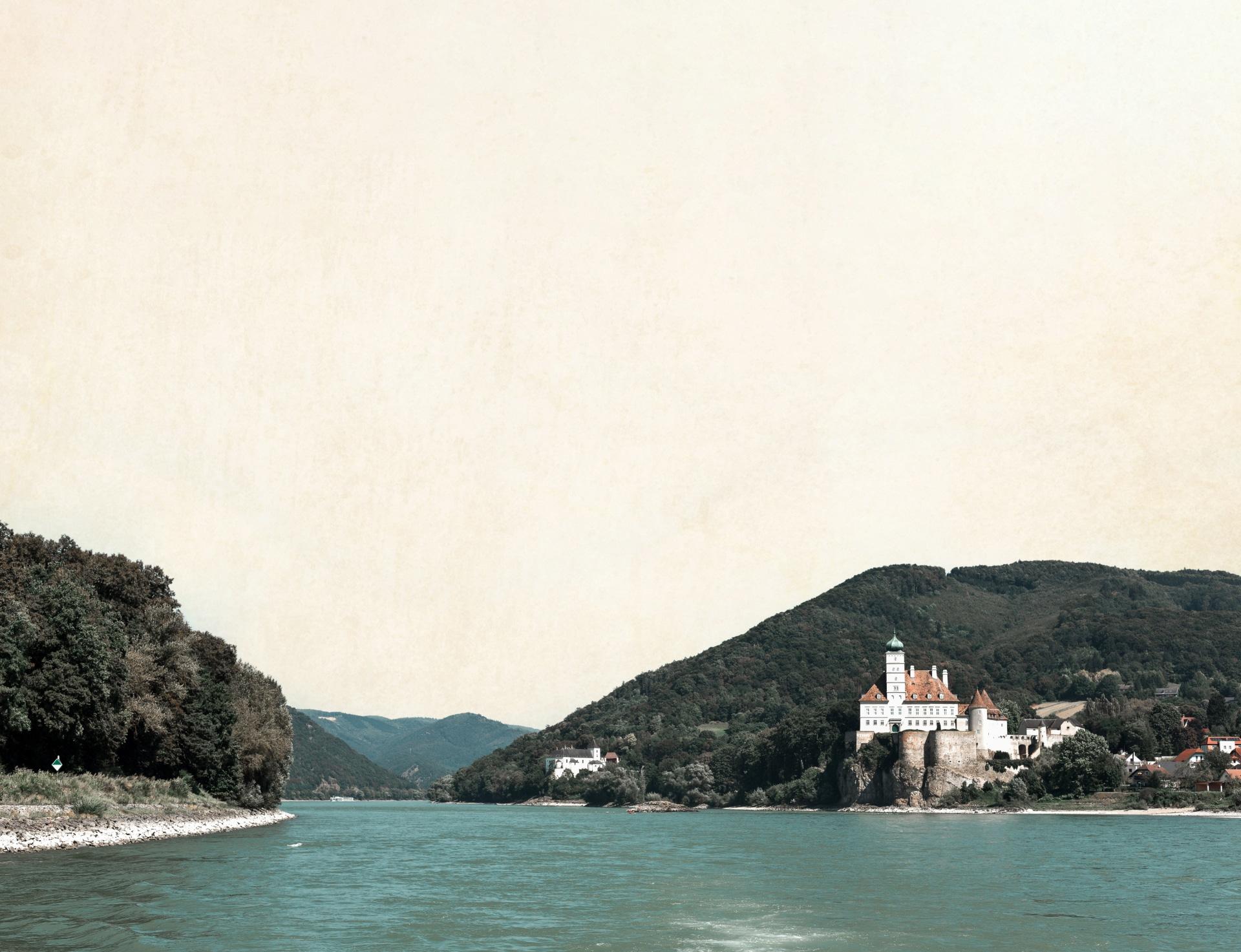 Blick auf Schloss Schönbühel
